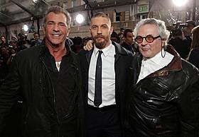 (左から)メル・ギブソン、トム・ハーディ、ジョージ・ミラー監督「マッドマックス」