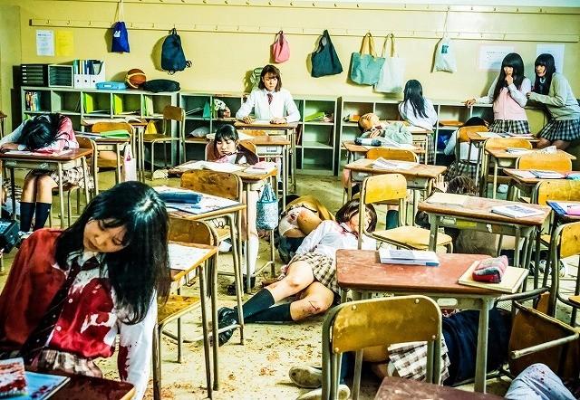 トリンドル&篠田&真野が戦慄する「リアル鬼ごっこ」場面写真公開
