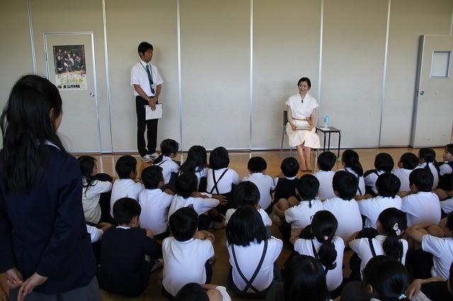 鈴木京香、慈愛に満ちた表情で「おかあさんの木」読み聞かせキャンペーン完遂! - 画像1