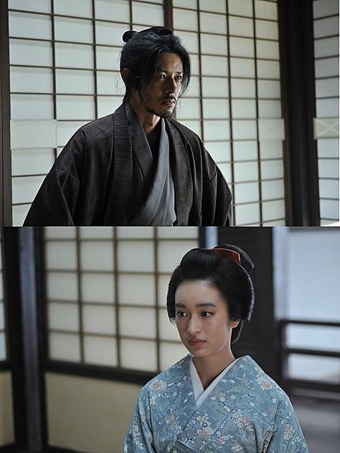「合葬」に出演するオダギリジョー(上)&門脇麦