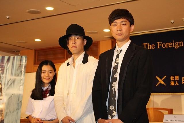 映画初主演を果たした野田洋次郎が英語で会見