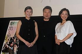 観客からの質問に答えた(左から)陽月華、原田監督、神野三鈴「駆込み女と駆出し男」