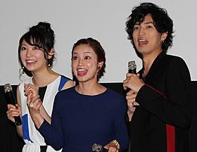 伽椰子&俊雄のドッキリ登場に驚く平愛梨(中央)「呪怨 ザ・ファイナル」