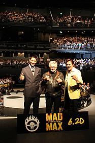 大歓声を浴びたAKIRA、ミラー監督、竹内力(左から)「マッドマックス」