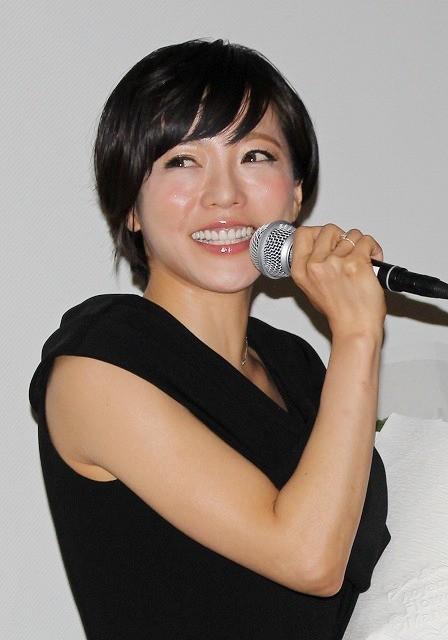 釈由美子、結婚報道には笑顔でノーコメント