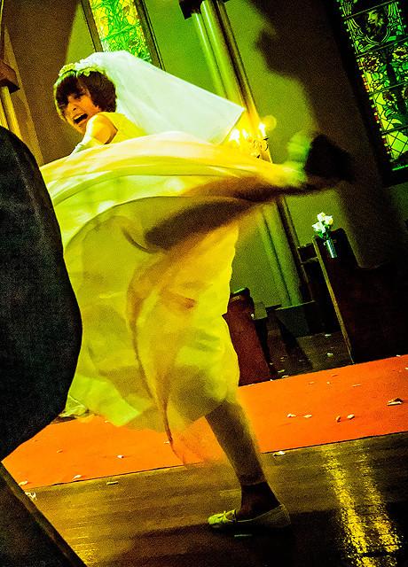 篠田麻里子がウエディングドレスで強烈な蹴り&大絶叫 「リアル鬼ごっこ」で新境地開拓