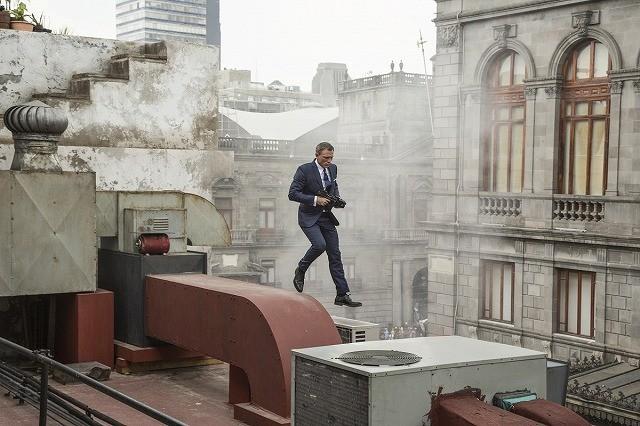 「007 スペクター」オープニングはメキシコ「死者の日」を完全再現!
