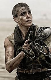 シャーリーズ・セロンがたくましい女戦士に!「マッドマックス 怒りのデス・ロード」