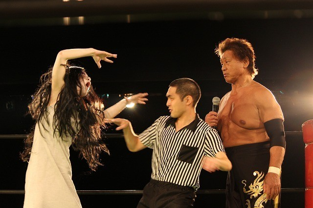 「呪怨」伽椰子、天龍源一郎とリングで対決! 「勝ちに行った」とドヤ顔