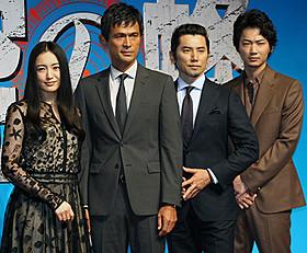 完成会見に臨んだ(左から)仲間由紀恵、 江口洋介、本木雅弘、綾野剛「天空の蜂」