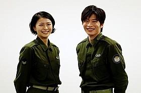 ヒロイン役の榮倉奈々(左)と、小牧幹久役の田中圭「図書館戦争」