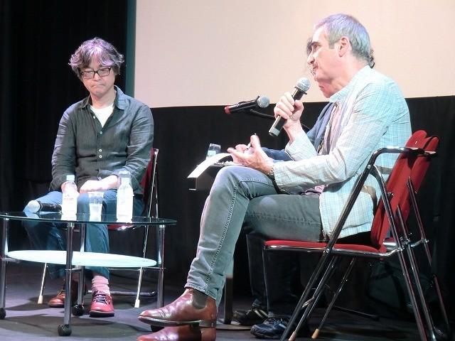 オリビエ・アサイヤス監督(右)と樋口泰人氏