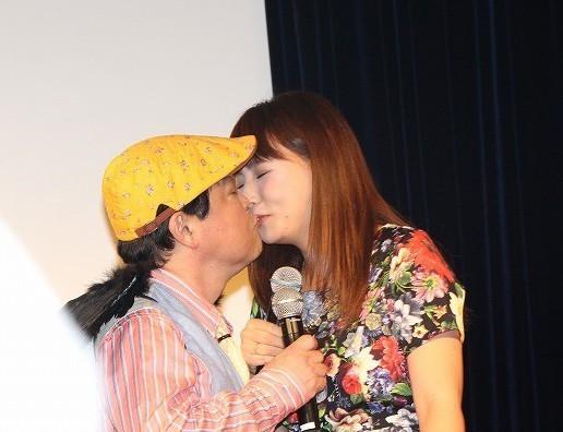 上島竜兵、元AKB48・野呂佳代に禁断のキス!女性アイドルは初で「好きになりそう」
