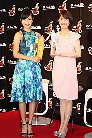 オリジナル・アイアンマンを制作した小林麻耶(右) と小島瑠璃子「アベンジャーズ エイジ・オブ・ウルトロン」