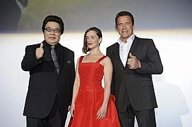 舞台挨拶に出席した(左から) 玄田哲章、エミリア・クラーク、アーノルド・シュワルツェネッガー「ターミネーター」