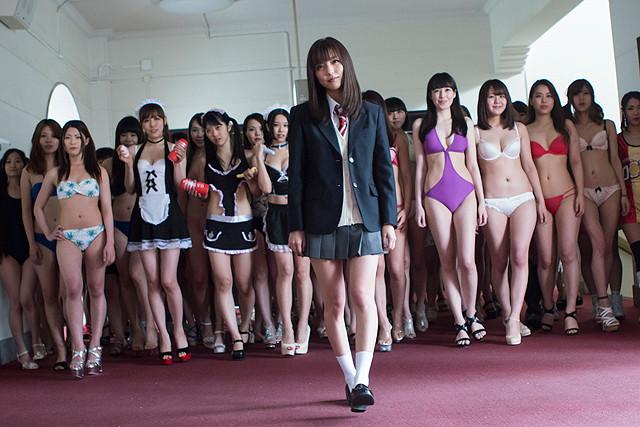 真野恵里菜のスカートめくれる「映画 みんな!エスパーだよ!」場面写真一挙公開