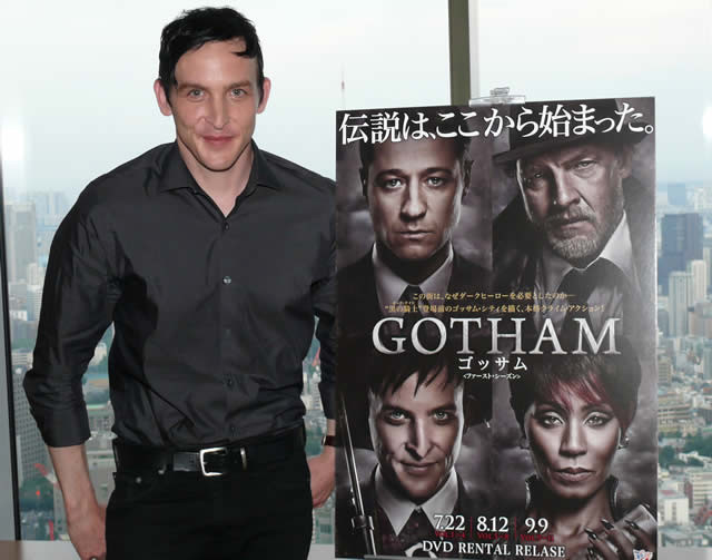 バットマンが未来に対じする\u201cペンギン\u201d、「GOTHAM」での役作りの