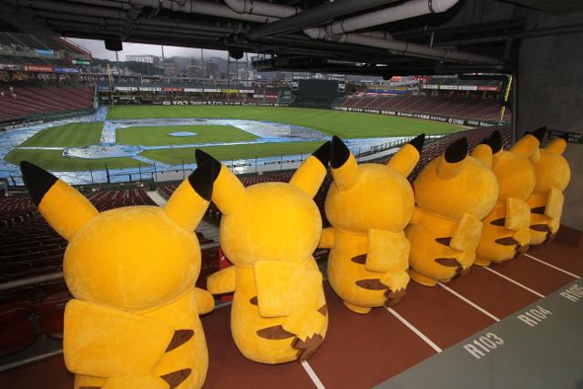 ピカチュウ、カープの雨男マエケンに惨敗! 広島出張で「CCダンス」踊れずガックリ