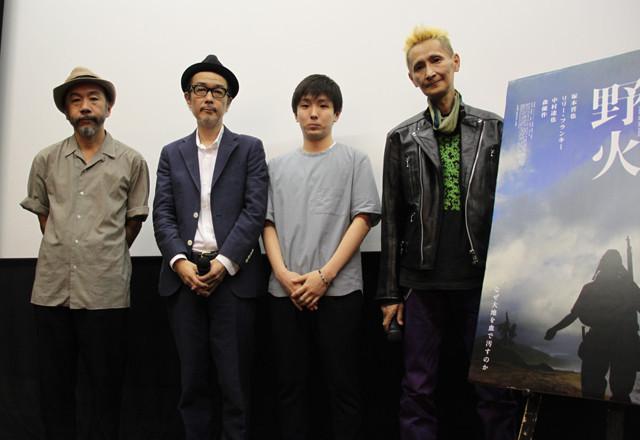 舞台挨拶に立った(左から)塚本晋也監督、 リリー・フランキー、森優作、石川忠