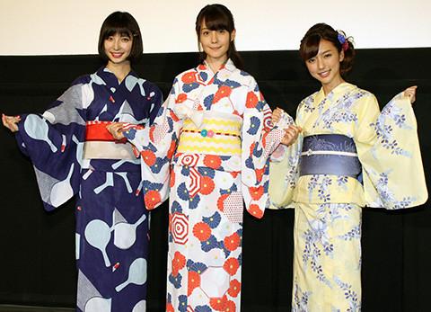 """篠田麻里子、自身の""""非公式カレンダー""""射的で当てられず""""買収""""でゲット"""