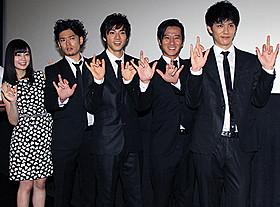 初日挨拶に出席した山田裕貴、高岡奏輔ら「闇金ドッグス」