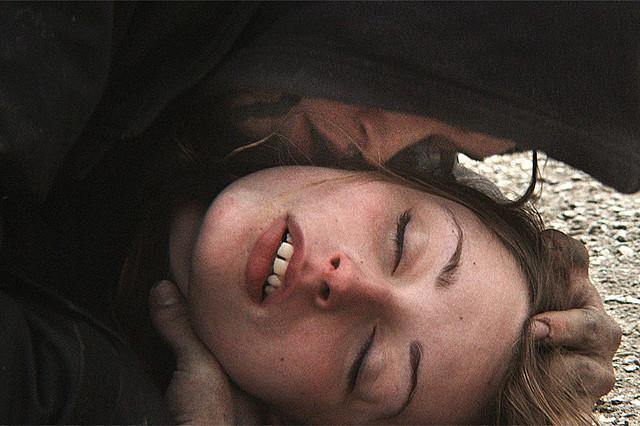 C・L・ジョーンズら出演で描く破滅的な恋「神様なんかくそくらえ」12月末公開
