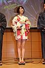 小島梨里杏&真野恵里菜、ミニ浴衣姿で登場!「こんなに短いのは恥ずかしい……」