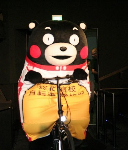 「劇場版 弱虫ペダル」舞台挨拶にロードレーサー・くまモン乱入!