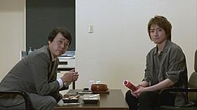 スピンオフドラマに出演する藤原竜也(右)と岡安章介「探検隊の栄光」