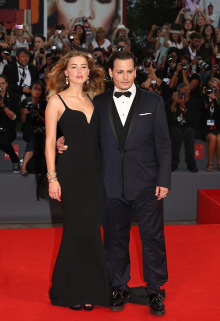 ジョニー・デップ、妻アンバー・ハード伴いベネチアに登場!役作りを明快に語る