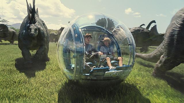 夏の全米映画興行は「ジュラシック・ワールド」「アベンジャーズ」のヒットで歴代2位の好成績!