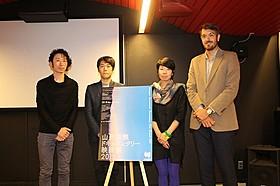 (左から)会見に出席した小川直人氏、牧野貴氏、濱治佳氏ら「首相官邸の前で」