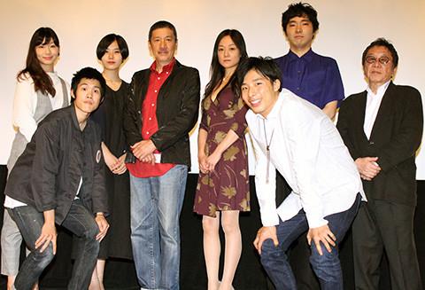 「赤い玉、」で義理の親子共演、父・奥田瑛二は「うれしい」、子・柄本佑は「チョー怖い」