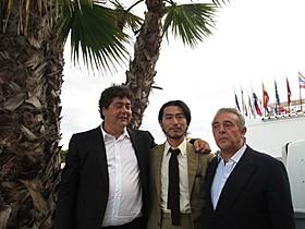 長谷井宏紀監督(中央)と プロデューサーのフラミニオ・ザドラ、アルベルト・ファニーニ
