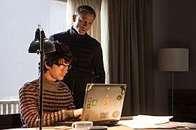ダニエル・クレイグ(右)とベン・ウィショー「007 スペクター」