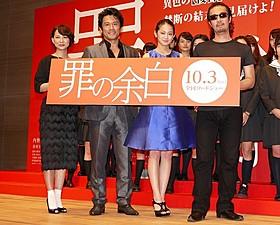 現役女子高生に囲まれた「罪の余白」出演者と大塚祐吉監督「罪の余白」