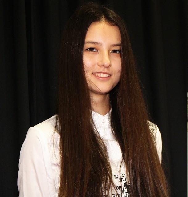 「草原の実験」話題の美少女エレーナ・アンが来日! 現在17歳、その素顔に迫る