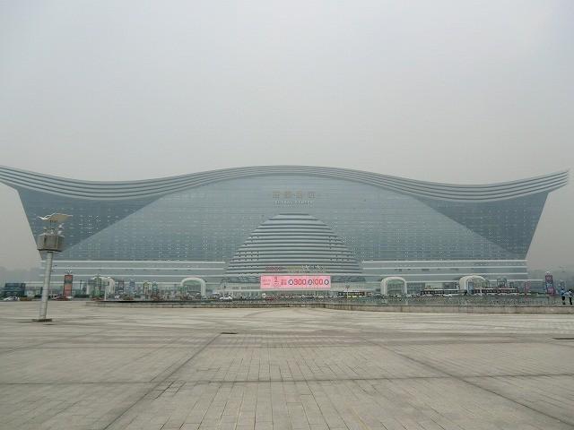 【世界の映画館めぐり】中国・成都、世界最大の単体ビル内のIMAXで「M:i5」を見る