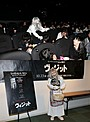 """会場騒然!シャマラン監督作「ヴィジット」試写会に恐怖の""""ばあちゃん""""突然乱入"""