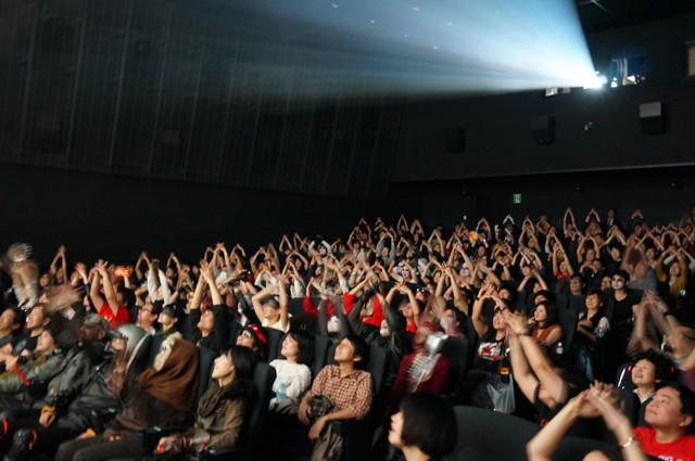 上映中に叫び、太鼓を打ち鳴らす!マッドマックス「絶叫上映」に行ってきた