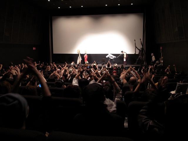 舞台挨拶に「V8」で応える客席の一体感よ!「マッドマックス」