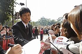 熱心にファンと交流した西島秀俊「劇場版 MOZU」