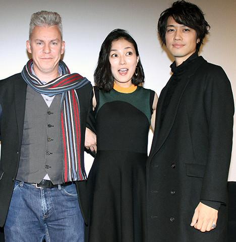 トラビス・ファイン監督と斎藤工、板谷由夏