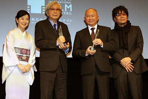 吉永小百合、SAMURAI賞の山田洋次監督を祝福「いつまでも山田学校の生徒でいたい」