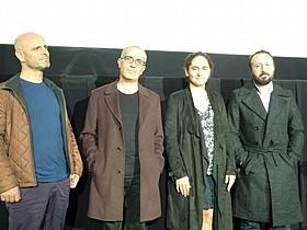 (左から)ハイダル・シシマン、脚本家の ビラル・セルト、プロデューサーのネルミン・ アイテキン、ムスタファ・カラ監督「カランダールの雪」