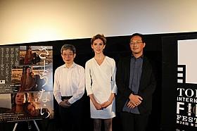 (左から)平田オリザ氏、 ブライアリー・ロング、深田晃司監督「さようなら」
