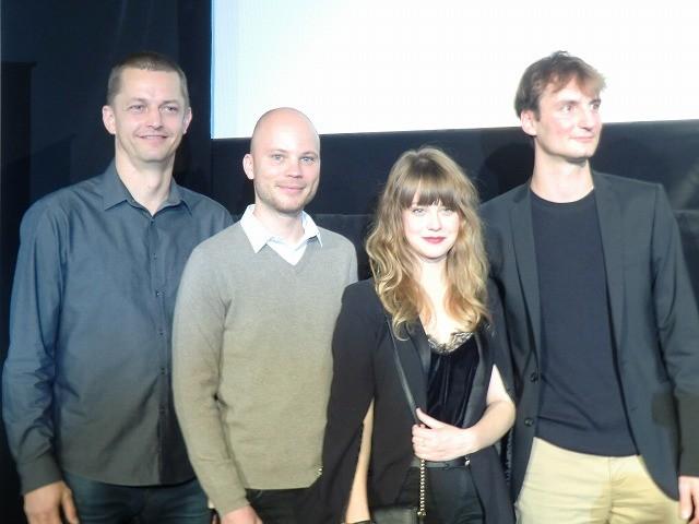 「家族の映画」チェコのオルモ・オメルズ監督「犬によって家族を再生させる物語」