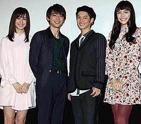 舞台挨拶に立った千葉雄大、吉沢亮ら「通学シリーズ 通学電車