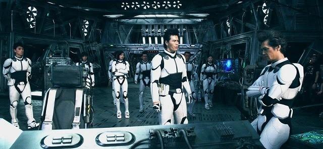 伊藤英明&山下智久「テラフォーマーズ」宇宙船セットで拳を交える!撮影現場公開