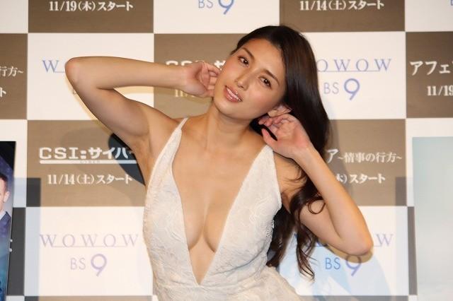 橋本マナミ「不倫したい」とドッキリ発言!セクシー衣装で会場を魅了